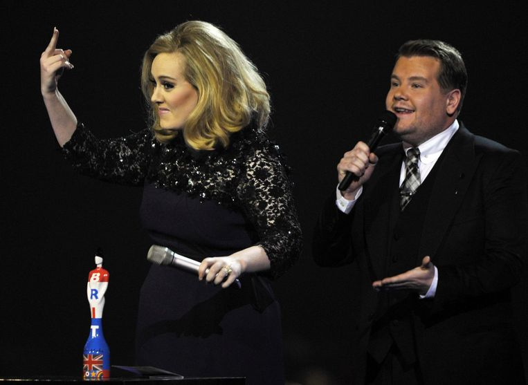 Adele en James Cordon bij de Brit Music Awards in 2012. Beeld Reuters