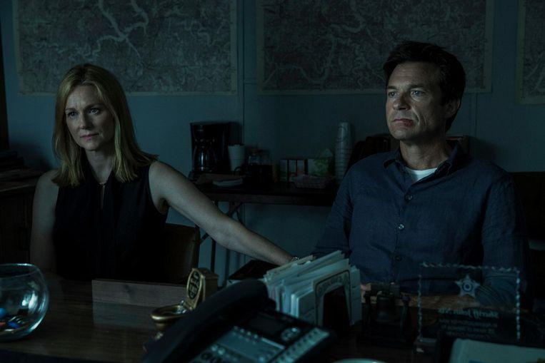 Laura Linney en Jason Bateman in Ozark. Beeld Jackson Davis/Netflix