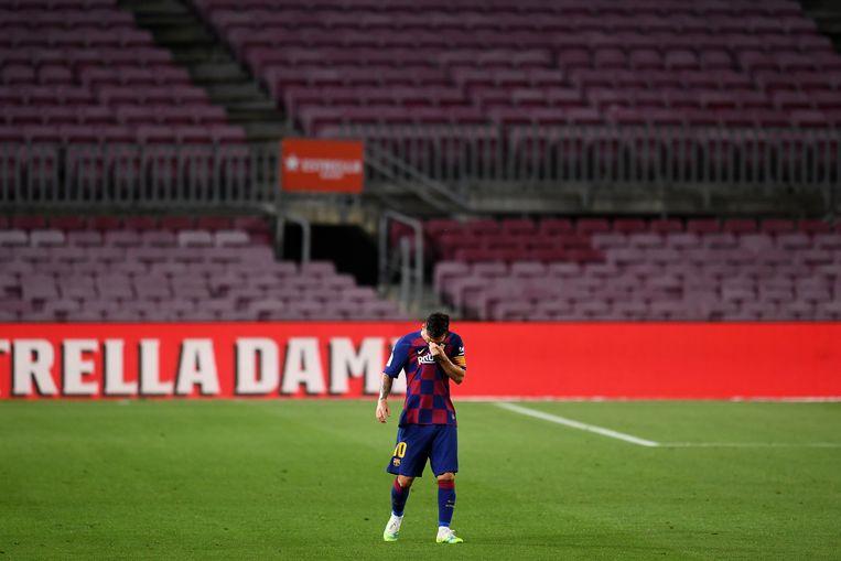 Een teleurgestelde Lionel Messi na het tweede tegendoelpunt door Atletico Madrid in de wedstrijd vorige week.  Beeld Getty Images
