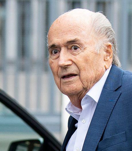 Sepp Blatter uit kunstmatige coma: 'Er is nog lange weg te gaan'