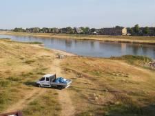Overlast langs IJssel in Deventer, politie stuurt jongeren weg