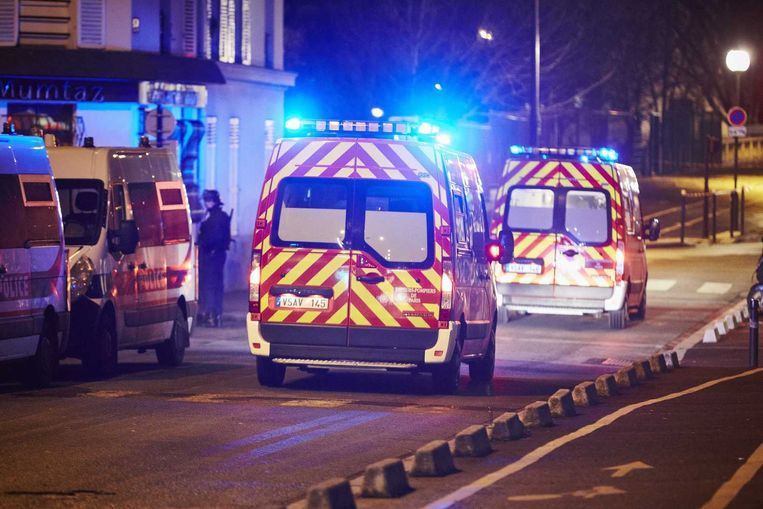 Ambulances hij Porte Vincennes in Parijs. Beeld anp