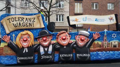 """Duitse """"tolerantiewagen"""" zet Joden, moslims en andere gelovigen samen"""