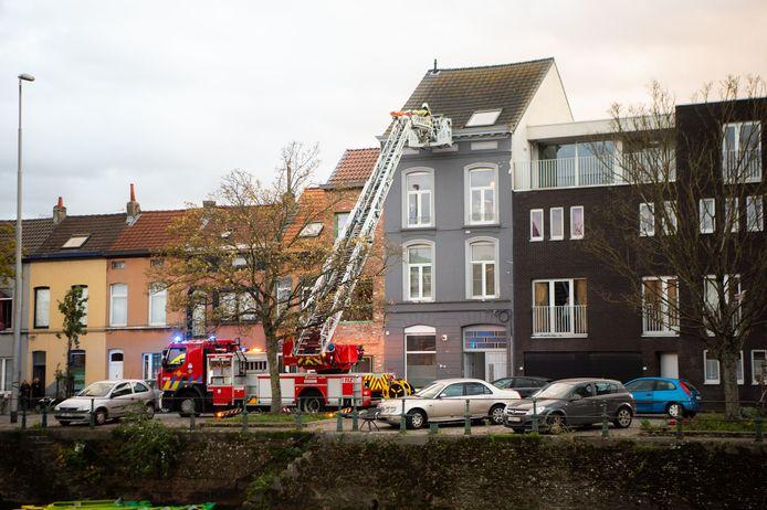 Gasmeterlaan volledig afgesloten door evacuatie in appartement met verkeershinder tot gevolg.