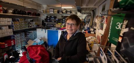 Annie Borckink sluit wintersportwinkel in Dronten: 'Het valt me zwaar'
