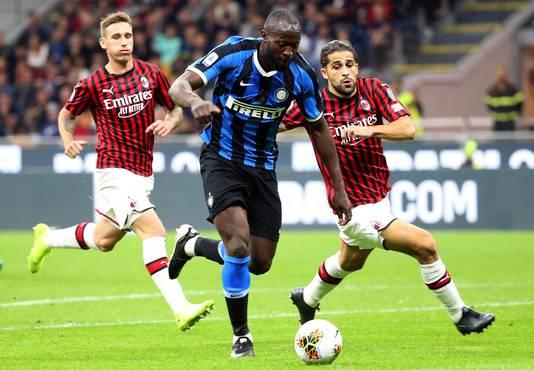 Romelu Lukaku in actie tijdens de derby van Milaan.