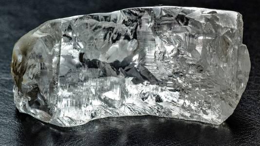 De 163-karaat diamant komt van de steen '4 de Feveiro' uit Angola.