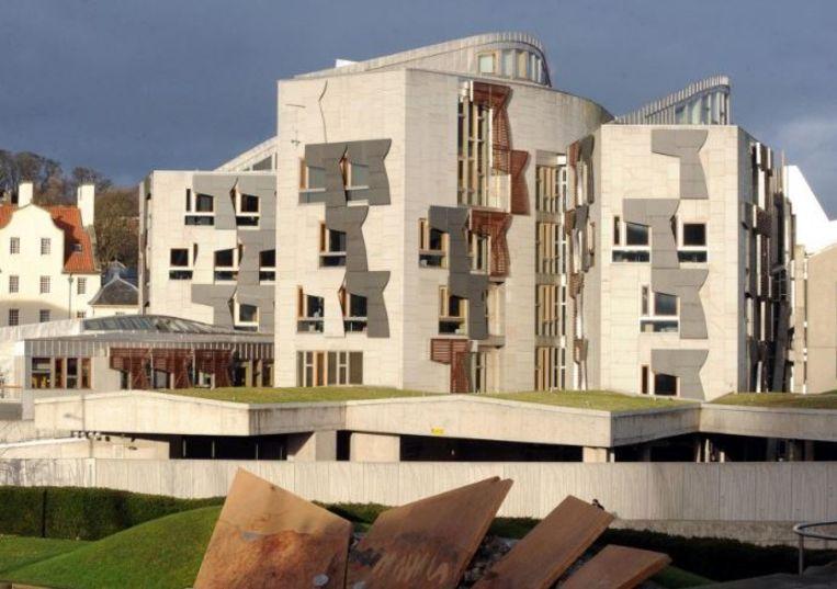 Volgens de Schotse krant The National waren er meerdere verdachte pakketten naar Holyrood gestuurd.