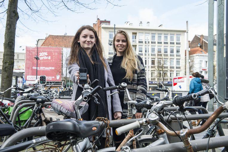 """Rozan Cools en Rani Theunis geloven in het commerciële potentieel van hun app. """"De fietsenmarkt groeit enorm. Dit is hét moment om zoiets te lanceren."""""""