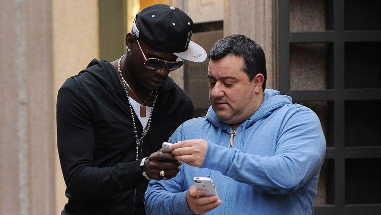 Mino Raiola (r) en Mario Balotelli in Milaan. Beeld Getty Images
