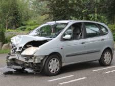 Flinke schade na botsing tussen auto's bij Onna