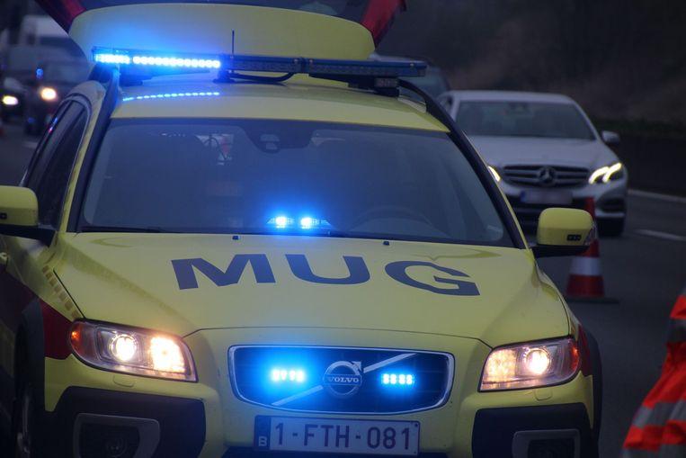 De chauffeur werd onder begeleiding van een MUG-team naar het UZ in Gent gevoerd.