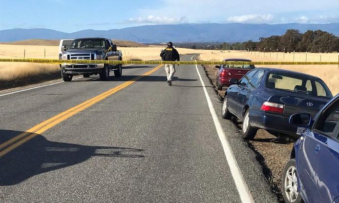 Rancho Tehema Road is verzegeld na een schietpartij waarbij zeker vijf doden vielen.