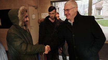 Eerste asielzoekers komen aan in Mesen