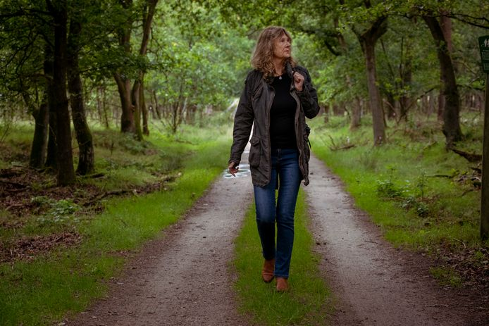 Schrijfster Carla Versluys is de initiatiefnemer van een campagne om dierenleed bij zwijnen te voorkomen en roept mensen op om het wild niet meer te voeren.