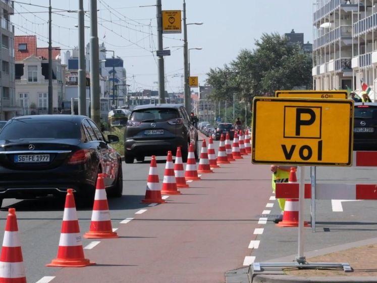 Automobilisten geweerd nadat wegen naar het strand vollopen
