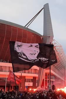 PSV-supporters brengen massaal laatste eerbetoon aan geliefde oud-voorzitter Harry van Raaij uit Haps