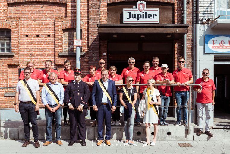 De organisatie van Waver Feest vorig jaar en een delegatie van het toenmalige schepencollege.