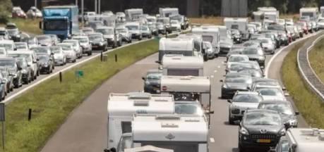 Vertraging op A12 tussen Duitse grens en Zevenaar na ongeluk neemt af