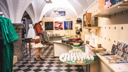 De Van Eyck-shop is bijna open: van bloedende kaarsen tot houten strikjes