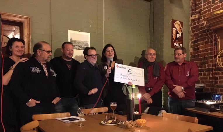Dankzij KWB Toneel De Linde Kids kan Bednet rekenen op een mooie cheque van 1.000 euro.