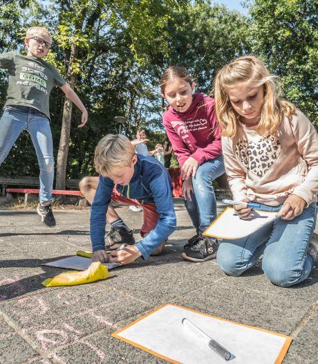 Op deze Delftse school is het elke dag 'buitenspeeldag': 'Van beetje miezer ga je niet dood'