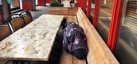 Horeca baalt: daklozen gebruiken terras als wc