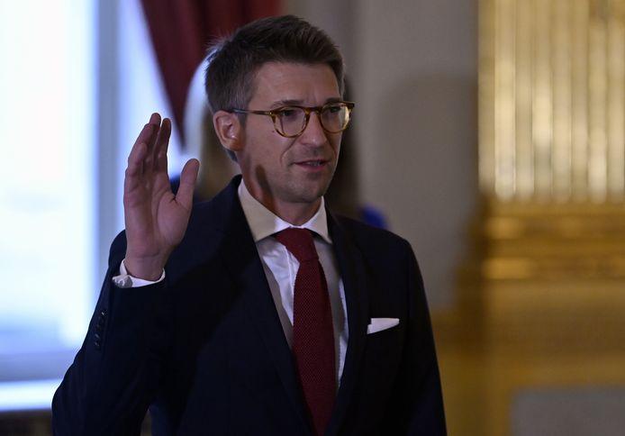 Kersvers minister van Werk en Economie Pierre-Yves Dermagne, overtuigd republikein, legt de eed af bij koning Filip.