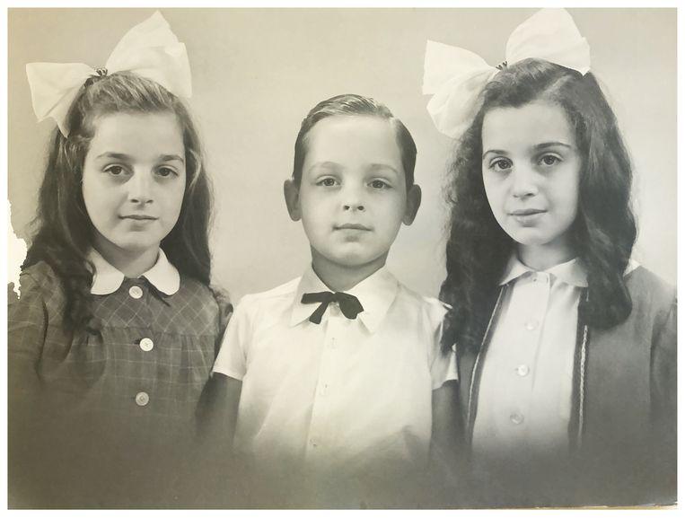 Betty (links) met haar broer Sidney en zus Ada na hun hereniging na de Tweede Wereldoorlog. Beeld