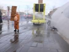 Susanne schrijft brief aan vrouw die in gezicht werd geraakt door waterkanon: 'Je overtrad de wet'