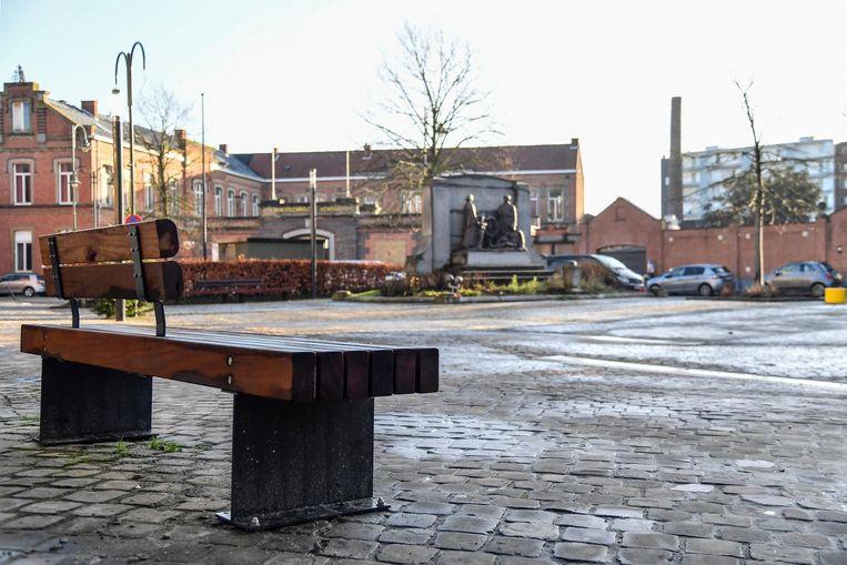 Het Heldenplein in Dendermonde. Daar komt een zitbank waar je je gsm kan opladen.