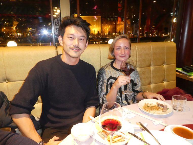 Pete Wu, auteur van De Bananengeneratie. Geel van buiten, wit van binnen. Met Maartje Ongering (producer Halal). Beeld Hans van der Beek