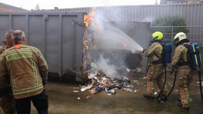 Brand aan kartonpers bij Lidl: winkel ontruimd, twee medewerkers bevangen door rook