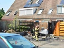 Onkruid branden loopt uit de hand in Zwolle: schuur brandt af, asbest in tuinen