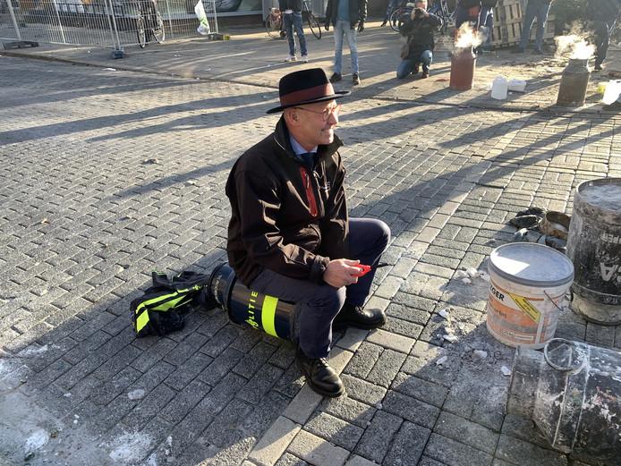Burgemeester Bort Koelewijn heeft tijdens de gemeentelijke nieuwjaarsreceptie laten weten dat carbid wat hem betreft de voorkeur heeft boven vuurwerk. Tijdens de jaarwisseling nam hij zelf plaats op de melkbus in Kampen.