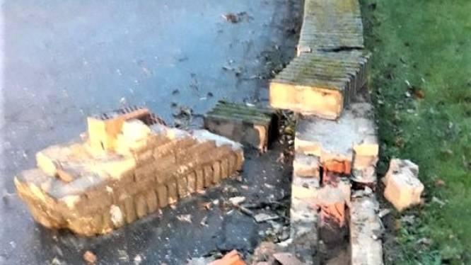 Bestuurder die muurtje kapot reed en de vlucht nam, heeft zich alsnog gemeld na oproep van school