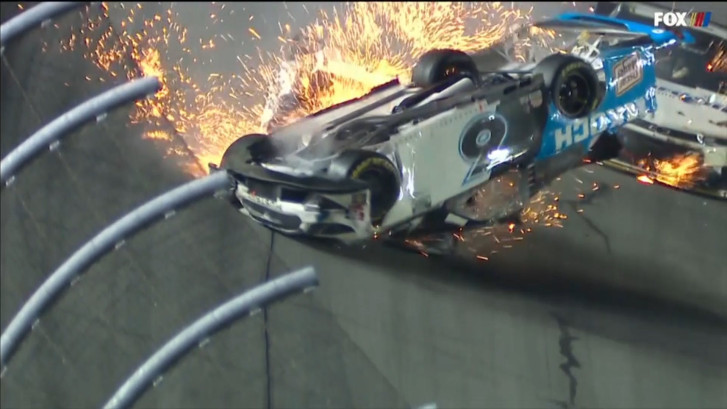 Horrorcrash tijdens Daytona 500, coureur zwaargewond