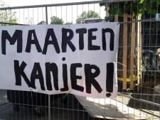 Spandoek voor Maarten van der Weijden weggehaald van viaduct Waspik