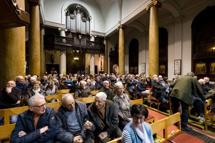 Het infomoment in de Sint-Margarethakerk van gisteravond werd druk bijgewoond.