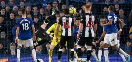 Manchester City boekt nipte zege dankzij invaller Agüero