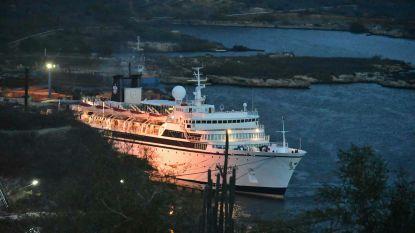 Opvarenden 'mazelenschip' ook in Curaçao niet van boord, overheid roept op tot vaccineren