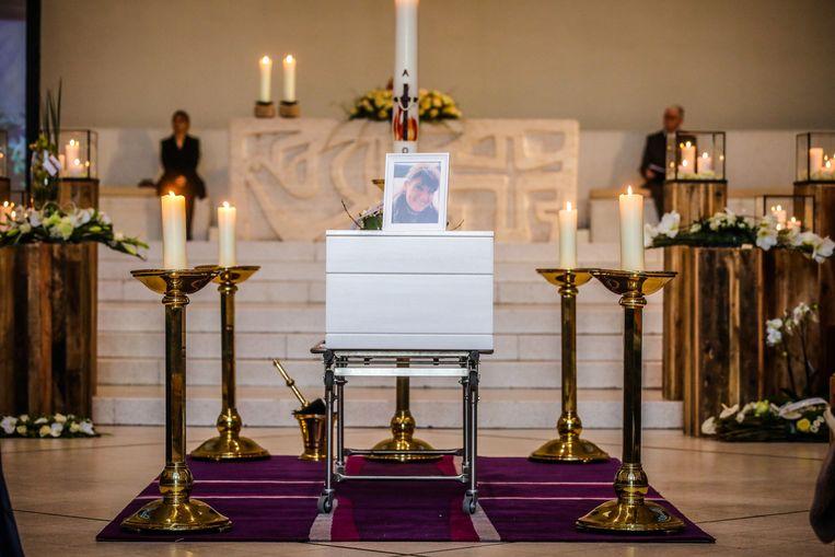 Nathalie Deuwel werd vanmorgen begraven in de OLV Ter Duinenkerke
