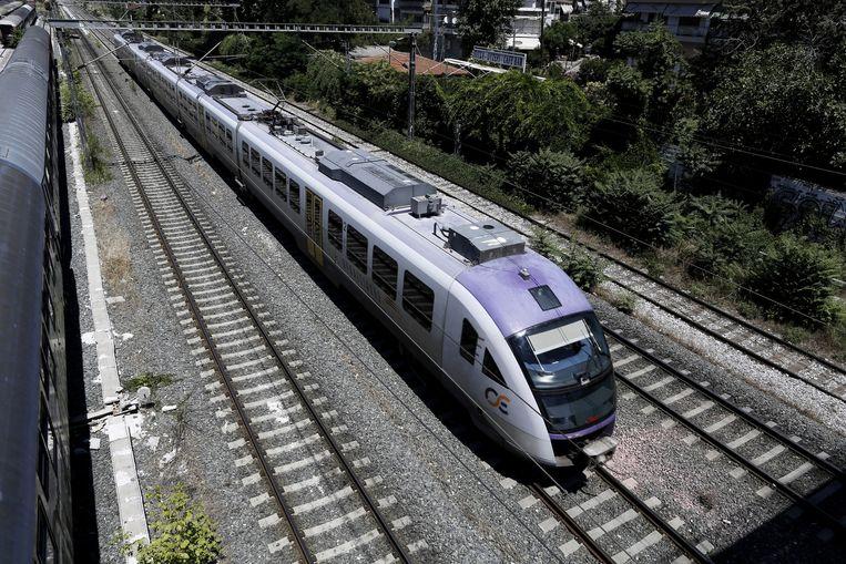 De spoorwegen, zoals deze trein van TrainOSE, eigendom van de staat. Beeld Getty Images