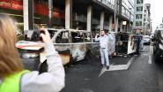 VIDEO. Het moment waarop heethoofden zich op combi storten in Brussel