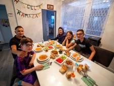 Suikerfeest vieren met opa en oma zit er voor Elanur en Baris uit Hengelo even niet in