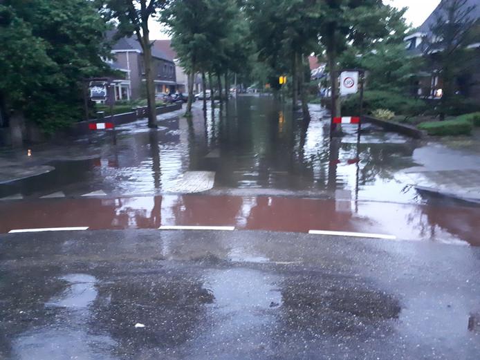 Wateroverlast in de Osse Kortfoortstraat.