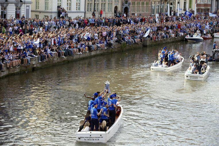 Spelers van Gent tijdens het kampioensfeest. Beeld BELGA