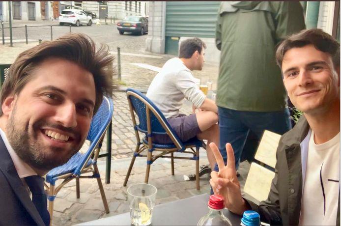 """Georges-Louis Bouchez et Conner Rousseau """"à la recherche de solutions"""" en terrasse"""