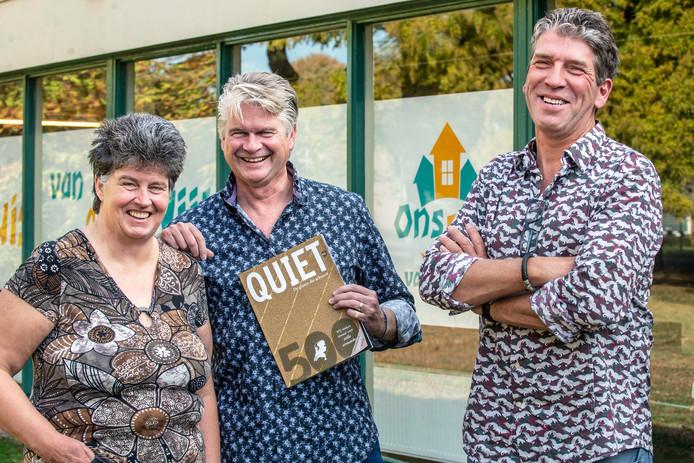 Trudy van Lent, Mari Peters en Alex van der Heijden met de Quiet 500.
