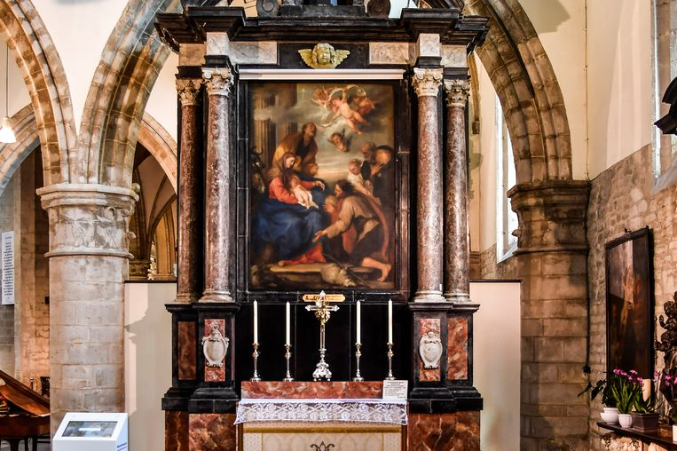 De Onze-Lieve-Vrouwekerk is met 'De Aanbidding der Herders' van Antoon Van Dyck een uniek meesterwerk rijk.